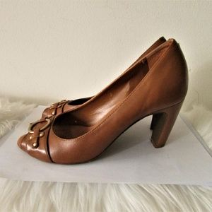 Aerosoles Conquer leather tan pumps size 7B